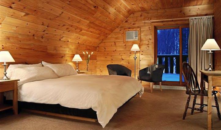 Hotel Sacacomie bedroom | Canada luxury hotel