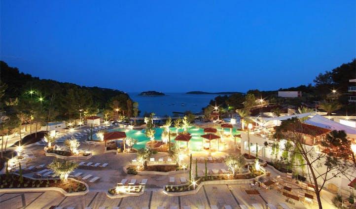 Amfora pool view by night