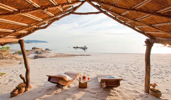 Nkwichi Lodge beach