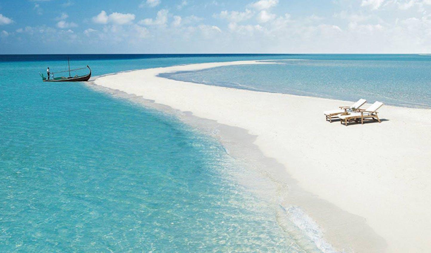 beach at four seasons landaa giraavaru