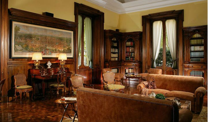 Library of luxury hotel in Rome