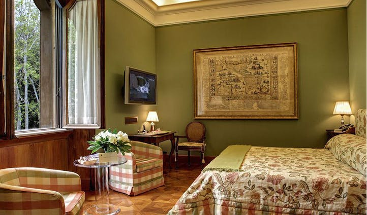 Room in luxury hotel in Rome