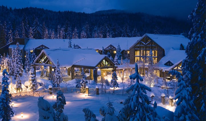 Tenaya Lodge by night in the snow | Yosemite
