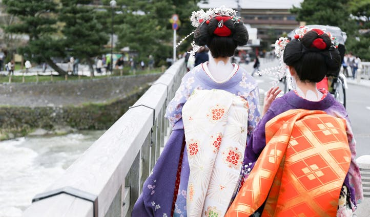 Two geisha walking in Arashiyama
