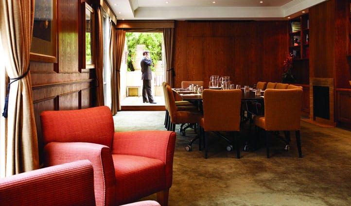 Luxury hotel in melbourne