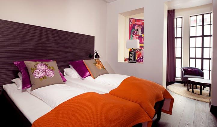 Double Bedroom, Clarion No. 13, Bergen   Black Tomato