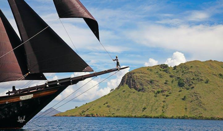Dunia Baru Yacht Sailing